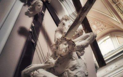 """""""Contemplando il dolore e la speranza della Vergine Madre"""""""