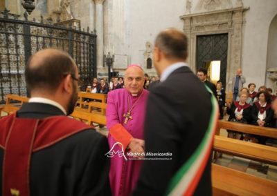 03-10-18-madonna-elemosina-in-cattedrale13