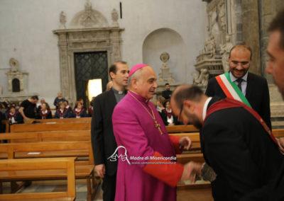 03-10-18-madonna-elemosina-in-cattedrale15