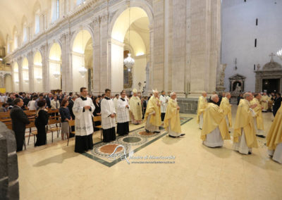 03-10-18-madonna-elemosina-in-cattedrale22
