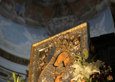 03-10-18-madonna-elemosina-in-cattedrale4