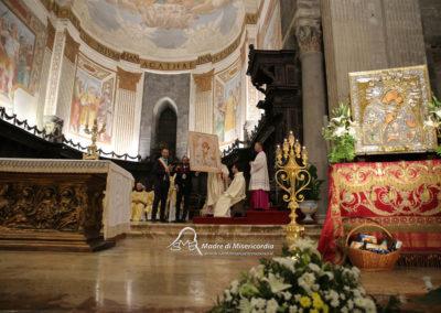 03-10-18-madonna-elemosina-in-cattedrale57
