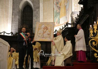 03-10-18-madonna-elemosina-in-cattedrale58
