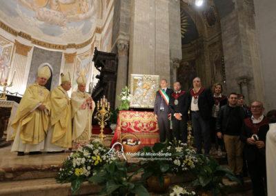 03-10-18-madonna-elemosina-in-cattedrale64