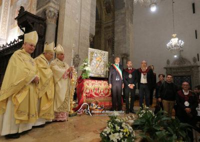 03-10-18-madonna-elemosina-in-cattedrale65
