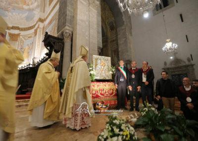 03-10-18-madonna-elemosina-in-cattedrale66