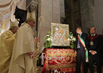 03-10-18-madonna-elemosina-in-cattedrale67