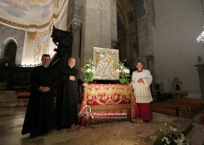 03-10-18-madonna-elemosina-in-cattedrale80