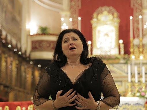Omaggio canoro di ringraziamento del soprano Dimitra Theodossiou