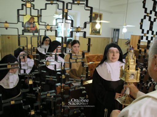 """Visita del Reliquiario presso il Monastero """"S. Chiara""""."""