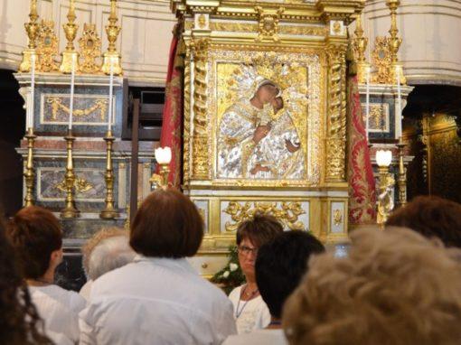 S. Messa Capitolare ediscesadell'Icona dall'altare maggiore per l'abbraccio con il Popolo